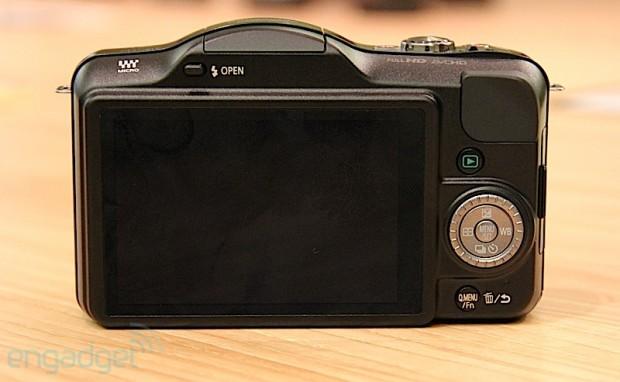 Panasonic Lumix DMC GF3 LCD e1307975226761 Panasonic Lumix DMC GF3 presentada oficialmente