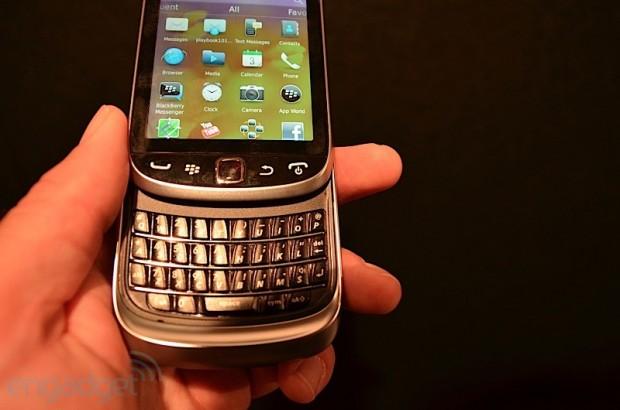 BlackBerry Torch 2 9810 3 e1312392086167 1