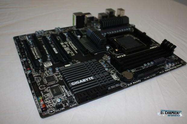 11 e1318792413503 Review: Gigabyte GA 990FXA UD3