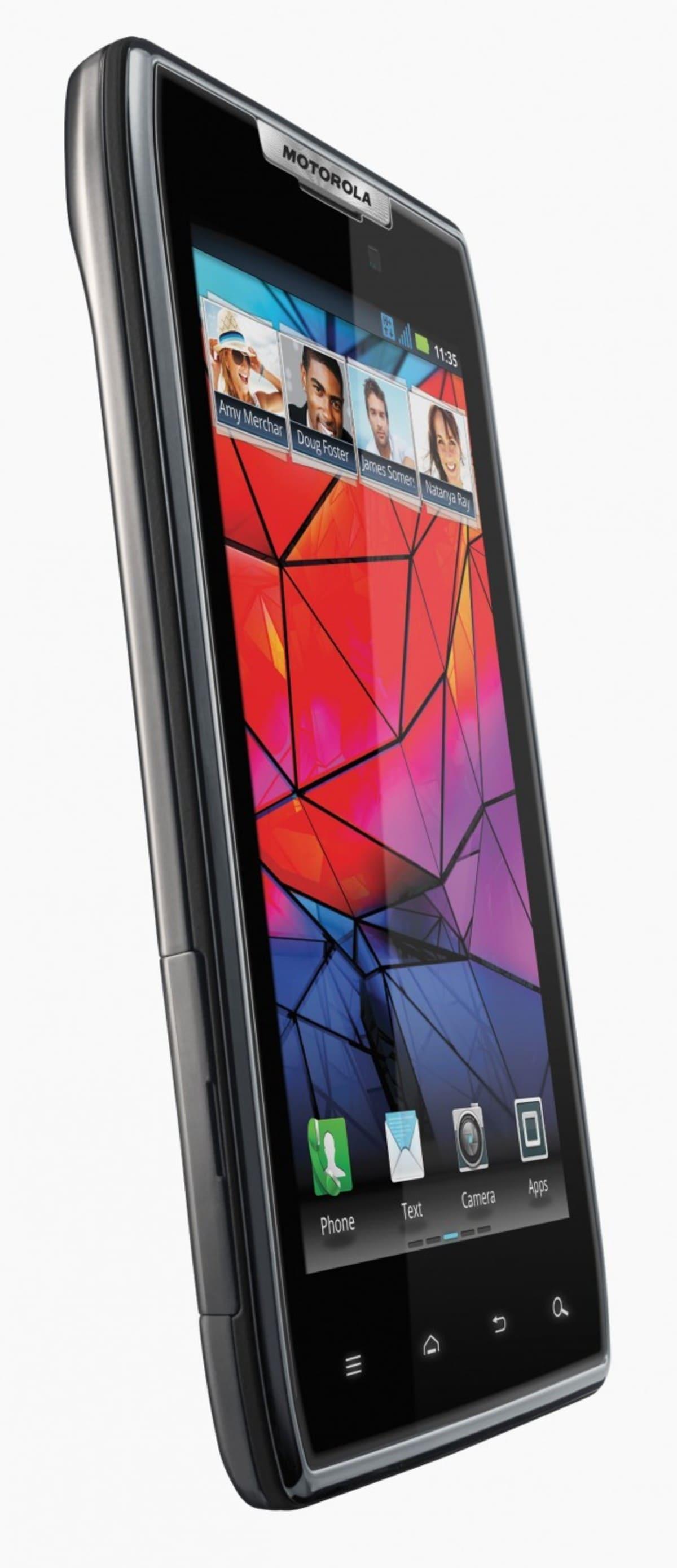 Motorola RAZR 3 e1318960856530 Motorola RAZR llega a España por 599 euros