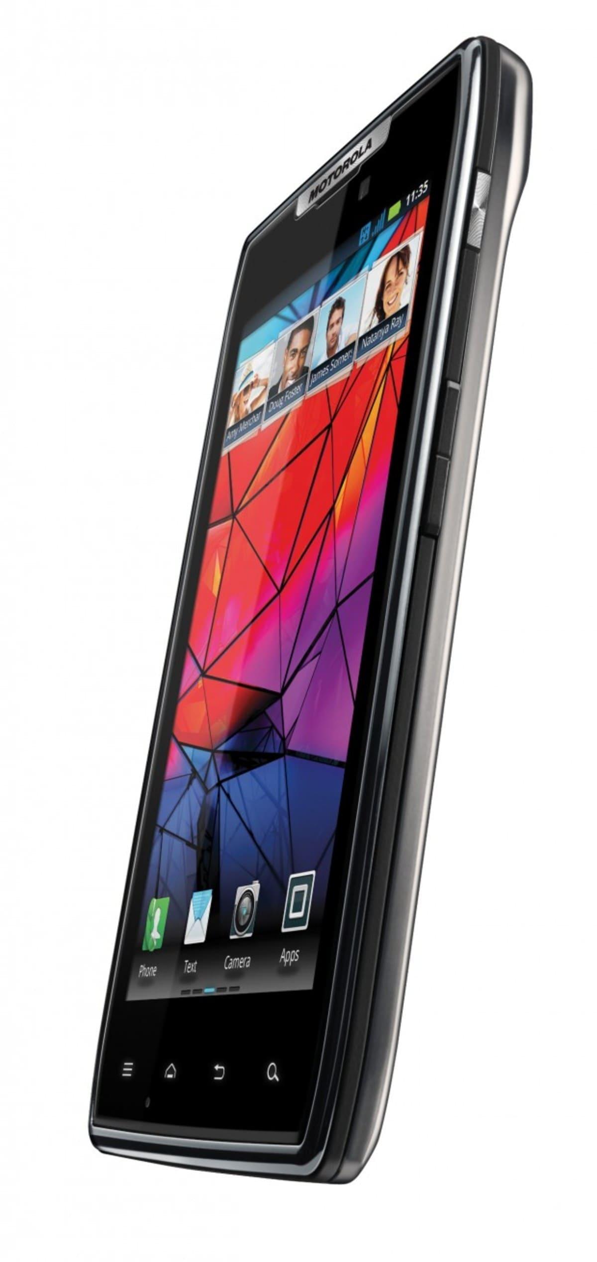 Motorola RAZR 4 e1318960891877 Motorola RAZR llega a España por 599 euros