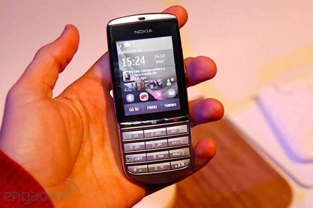 lchapuzasinformatico.com wp content uploads 2011 10 Nokia Asha 300 e1319649671255 2