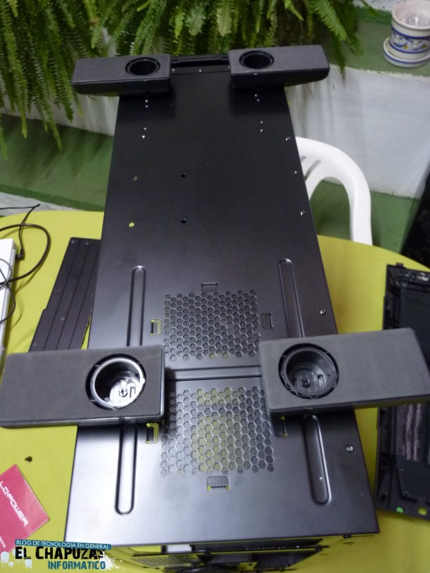 10 LC Power Gaming 971B Infiltrator 7 e1323028952829 43