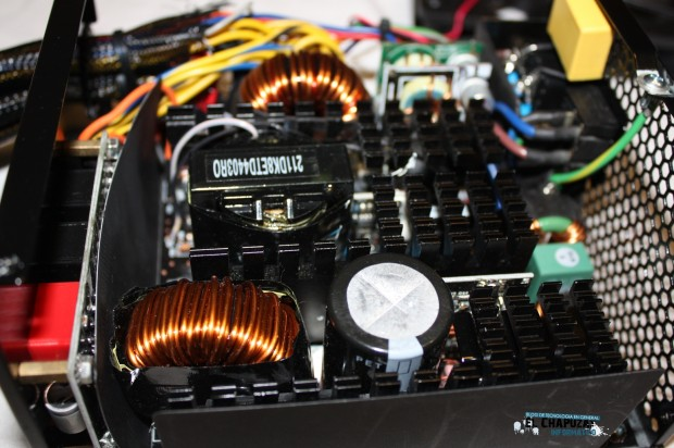 4 LC POWER LEGION X2 INTERIOR 3 e1322764587141 Review: LC POWER LC1000 1000W V2.3 Legion X2