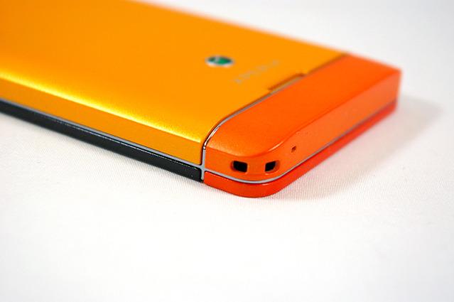 Un colorido Sony Xperia SX posa acompañado del Sony Xperia GX