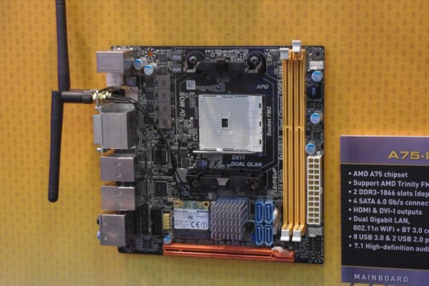 zotac a75 itx wifi 1 620x413 Computex 2012: Zotac también presenta su placa FM2 mini ITX
