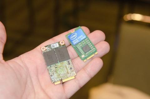 Se muestra el Intel SSD 530 con el futuro estándar NGFF