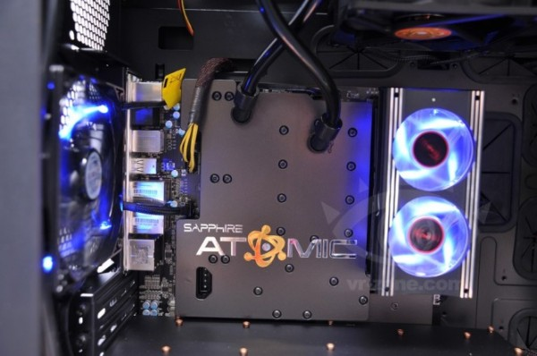 Sapphire Radeon HD 7990 ATOMIC Edition (4)