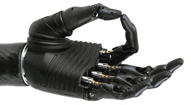 Se inventa una mano biónica con sensibilidad al tacto