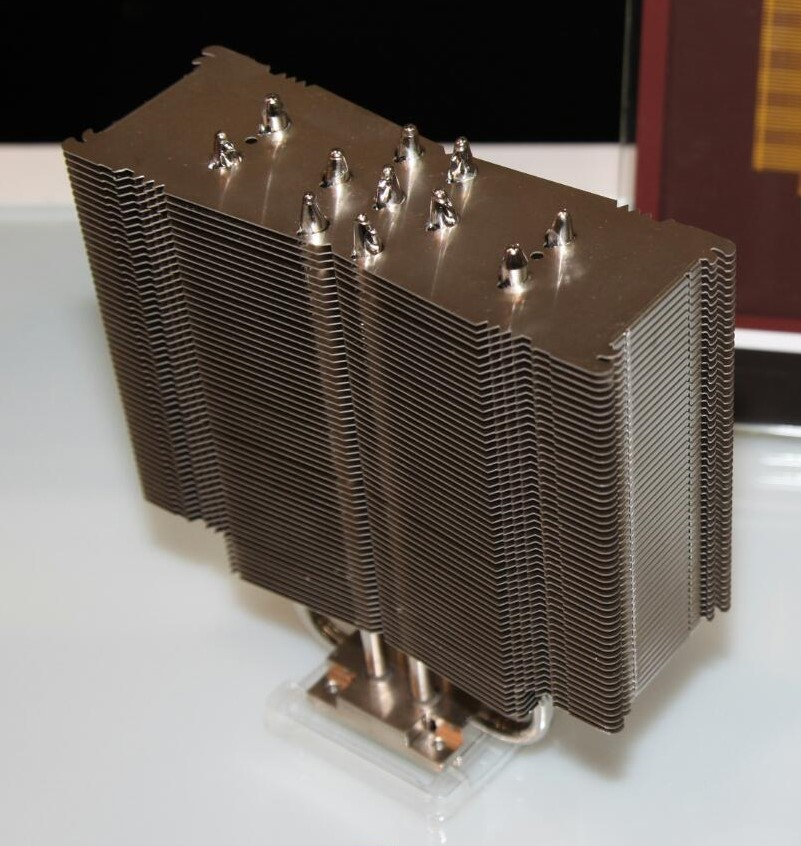 Noctua NH-U14S con heatpipes Cube Base (2)