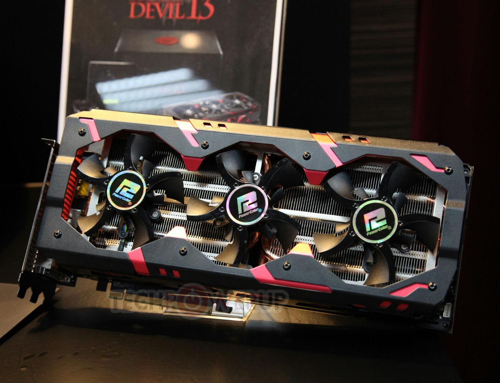 PowerColor Radeon R9 295X2 Devil13 (1)