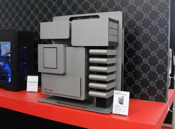 lchapuzasinformatico.com wp content uploads 2014 06 Thermaltake Level 10 Titanium Limited Edition 01 600x444 0
