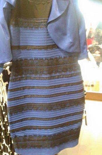 Vestido azul y negro o blanco y dorado