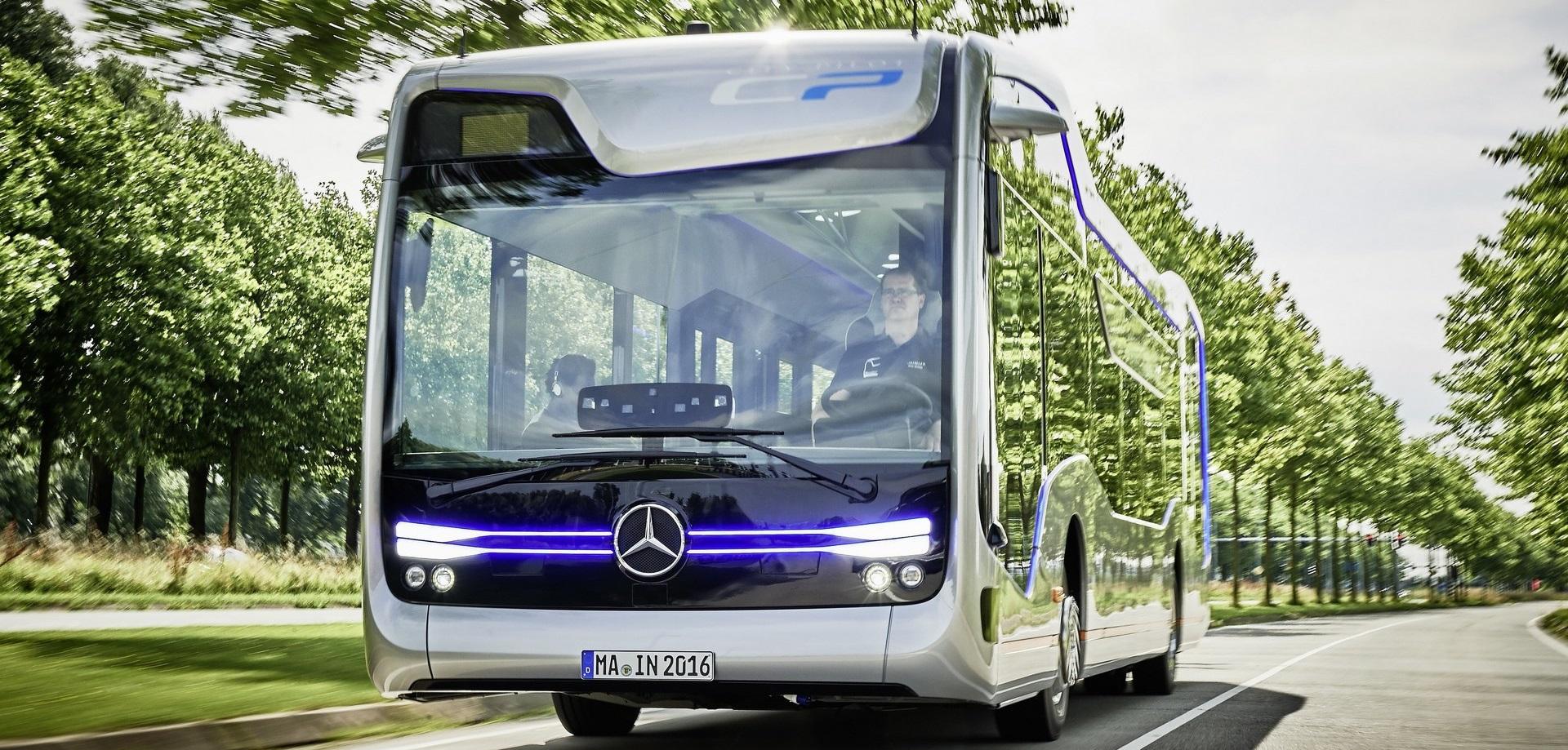 """Mercedes probó su """"Future Bus"""" en las carreteras de Holanda"""