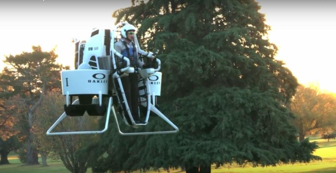 El golfista Bubba Watson cambia el carrito de golf por un Jetpack