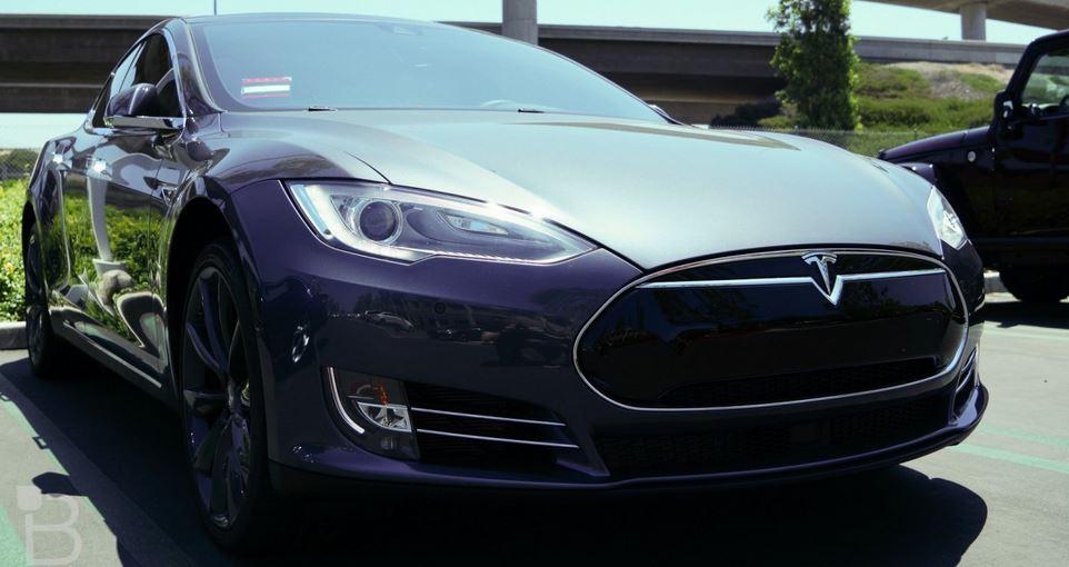 El piloto automático de Tesla detecta un accidente antes de que suceda