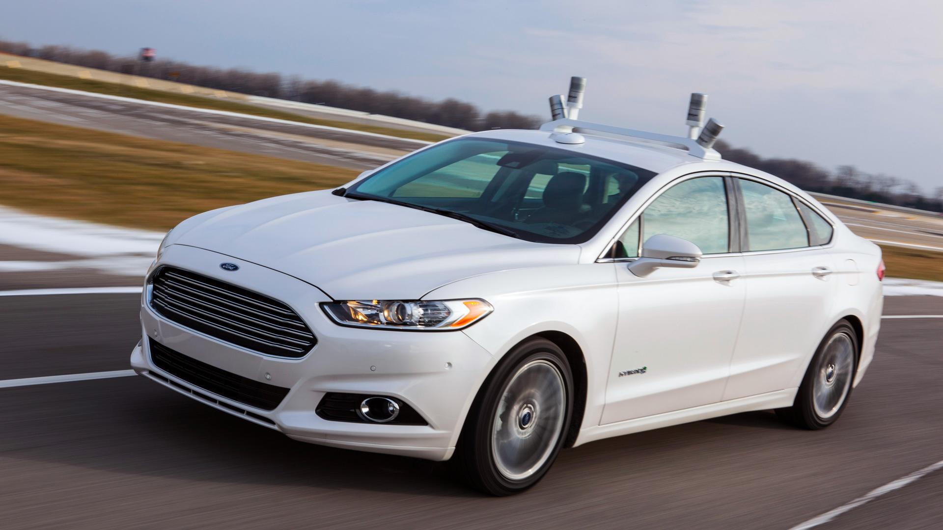 Coche Ford sin conductor