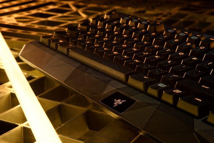 Deus Ex Razer Blackwidow Chroma (3)
