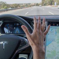 Alemania considera que el término «Autopilot» de Tesla resulta engañoso