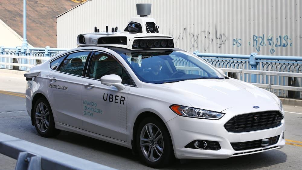 Uber patenta un sistema de luces y sonidos para que sus vehículos autónomos 'hablen' con los peatones