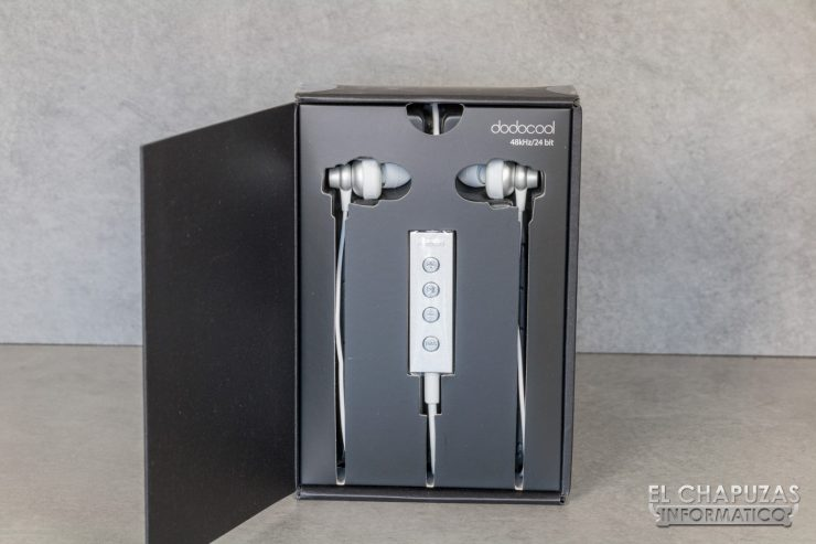 Dodocool Hi Res Lightning Earphones 03 740x493 4