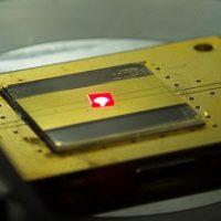 Ingenieros de Harvard crean la radio más pequeña del mundo