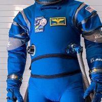 Boeing presenta su nuevo traje espacial Starliner