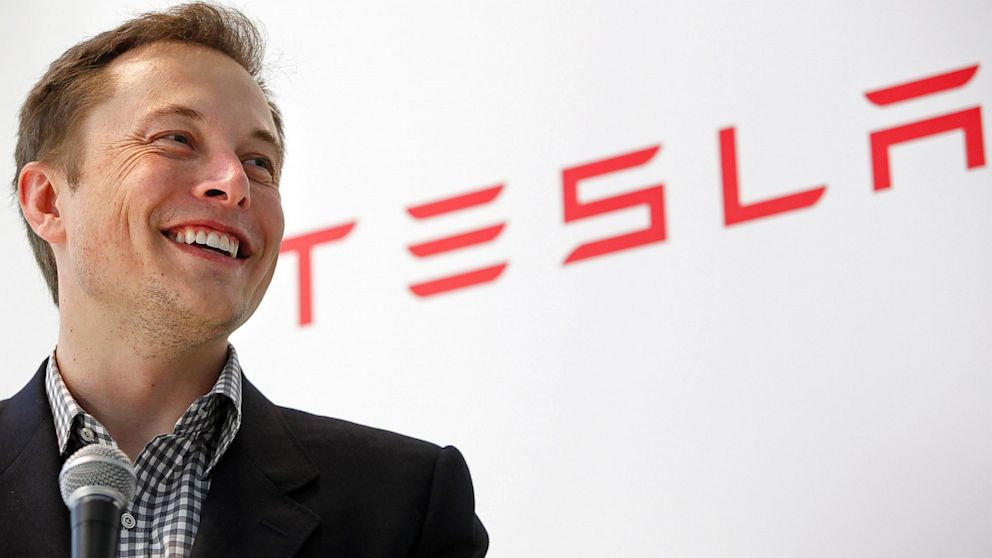 Elon Musk afirma estar durmiendo en la fábrica del Tesla Model 3 para asegurar su fabricación