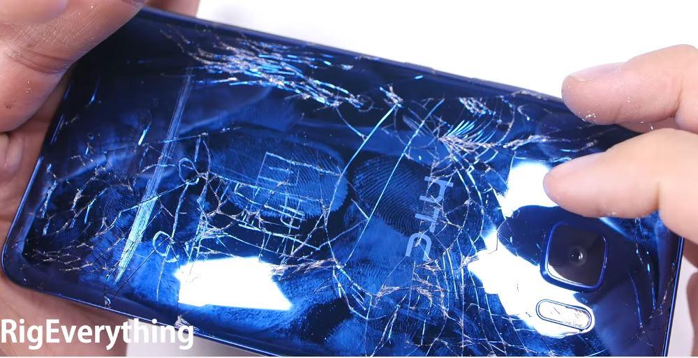 El HTC U Ultra muestra su durabilidad en las pruebas de estrés