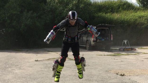 browning traje volador iron man 0