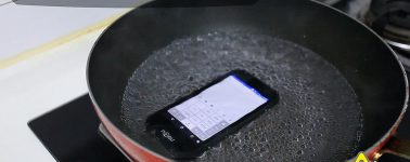 El NOMU S30 mini muestra su resistencia al agua hirviendo, sale en pre-venta por 140 euros