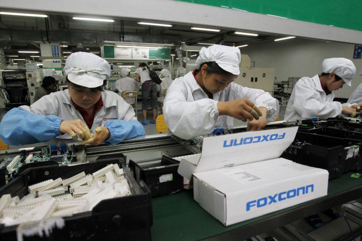 foxconn iphone x 740x493 0