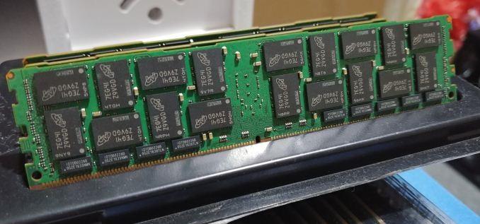Crucial DDR4 @ 2666 MHz LRDIMM 0