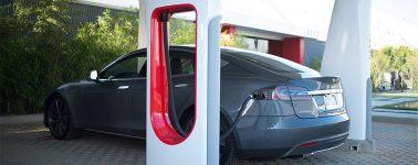 Tesla presenta sus Supercargadores V3: 100% de batería en 15 minutos