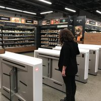 Filadelfia prohíbe las tiendas que no admitan dinero en efectivo, afecta a Amazon Go