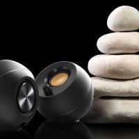 Creative Pebble: Altavoces con diseño Zen en ángulo de 45º por 29.95 euros