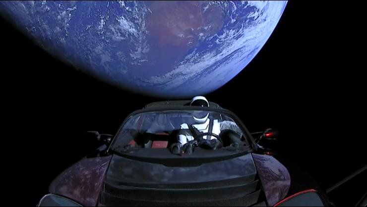 Tesla Roadster en el espacio 740x418 1