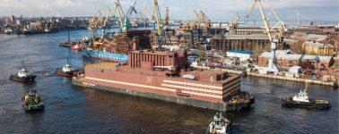 Rusia lanza la primera planta de energía nuclear flotante del mundo