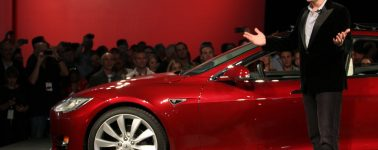 Ferrari gana 69.000 euros por coche vendido, Tesla pierde 11.000 por unidad