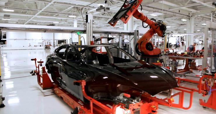 tesla fabrica robots 740x393 0