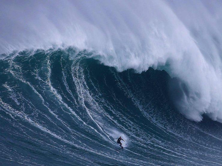 ola gigante 740x555 0