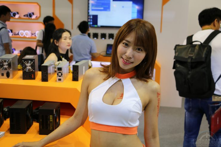 Booth Babes 2018 10 740x493 10