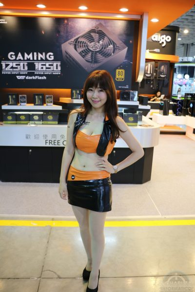 Booth Babes 2018 16 400x600 16