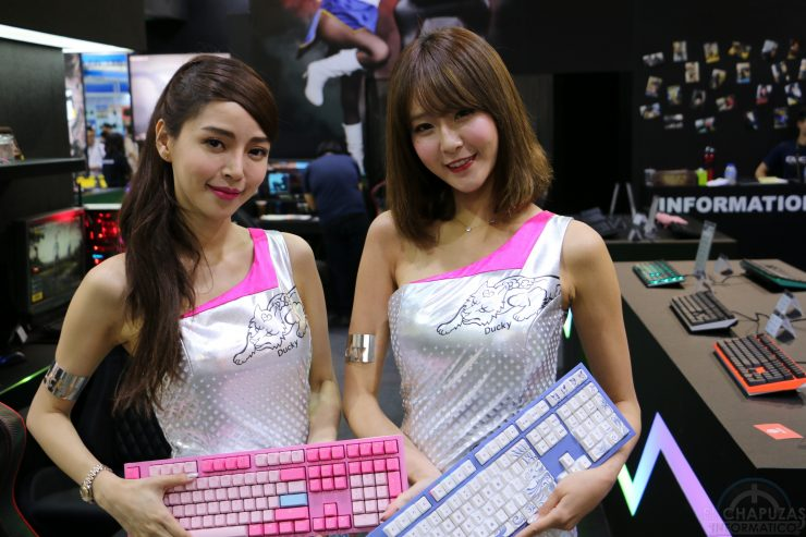 Booth Babes 2018 19 740x493 19