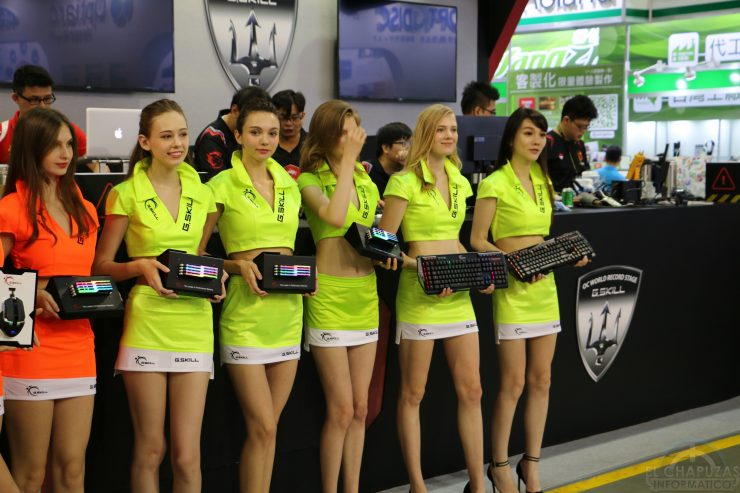 Booth Babes 2018 22 740x493 22