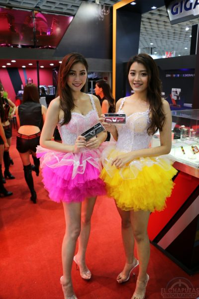 Booth Babes 2018 26 400x600 26