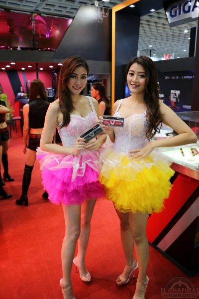 Booth Babes 2018 27 400x600 27