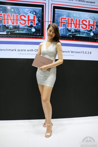 Booth Babes 2018 34 400x600 34