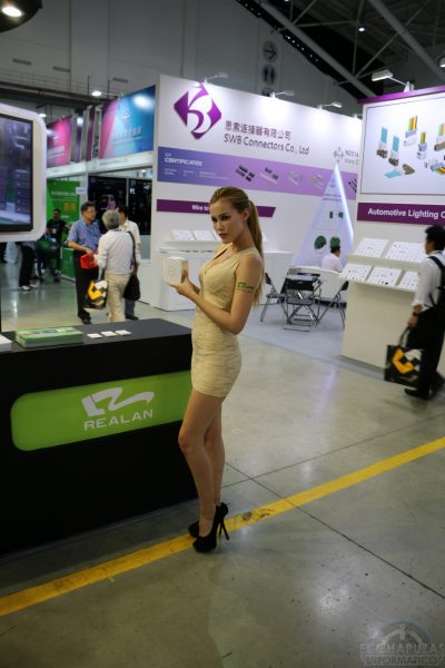 Booth Babes 2018 36 400x600 36