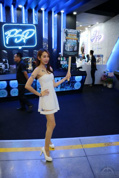 Booth Babes 2018 42 400x600 42